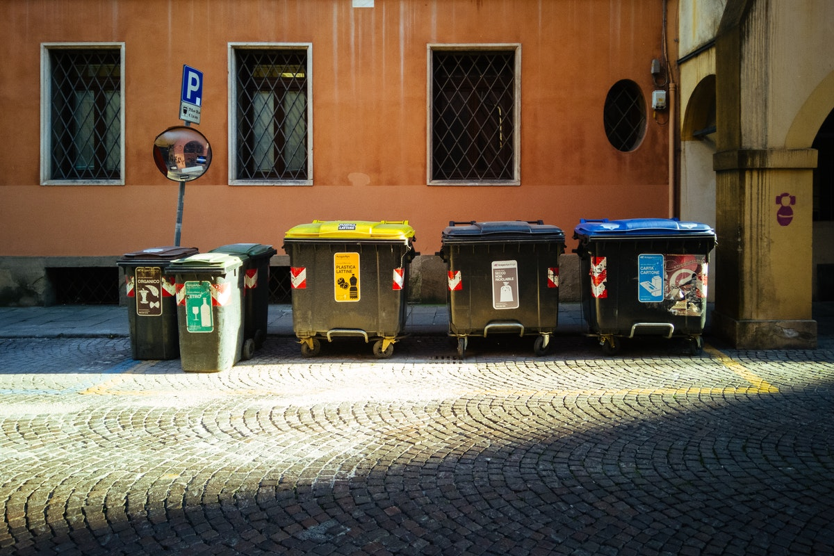 Four Benefits of Using a Dumpster Rental Service